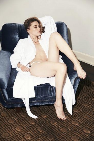 Amber Heard naked boobs