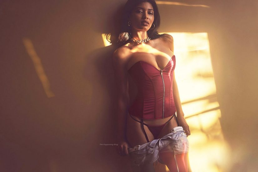Danielle Herrington NUDE & Topless Pics for Sports Illustrated 15
