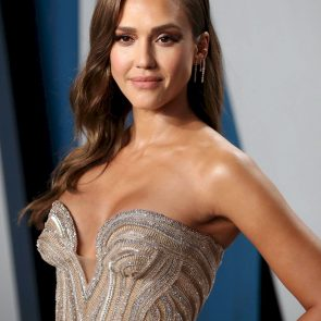 Jessica Alba Nude and Leaked Porn Video – 2020 News! 40