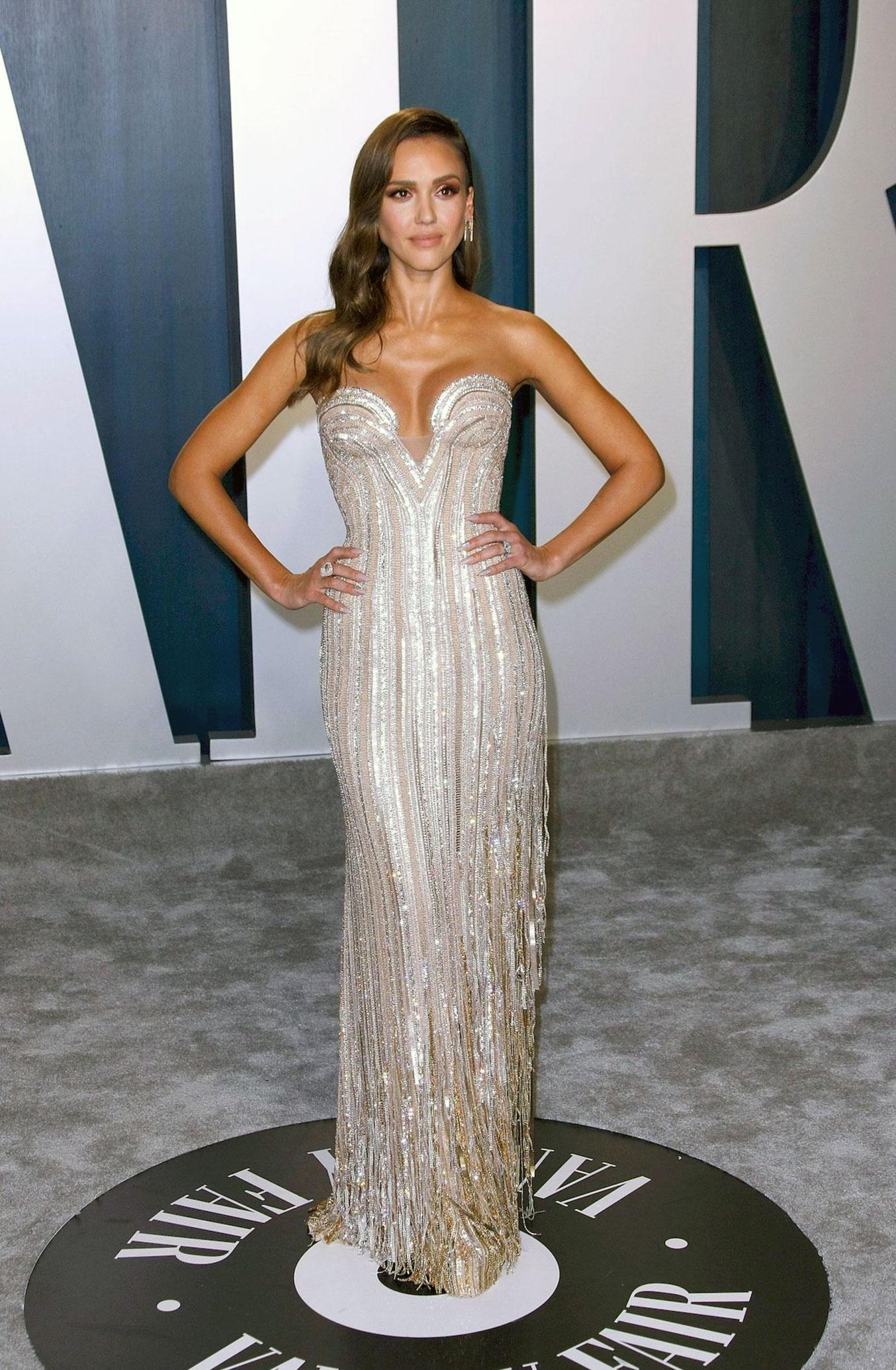 Jessica Alba Nude Pics, LEAKS & Sex Scenes — (UNcensored