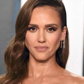 Jessica Alba Nude and Leaked Porn Video – 2020 News! 34