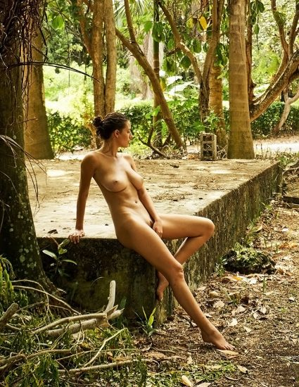 Alejandra Guilmant NUDE & Topless Photos Collection 17