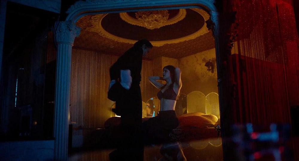 Alexandra Daddario NUDE Pics and Topless Sex Scenes 6