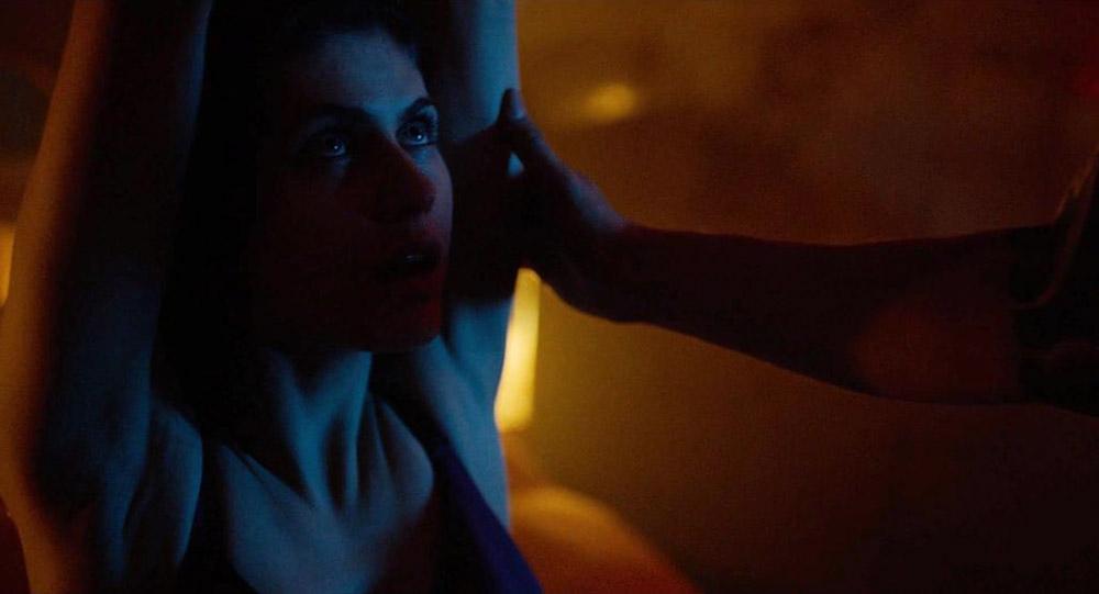Alexandra Daddario NUDE Pics and Topless Sex Scenes 9