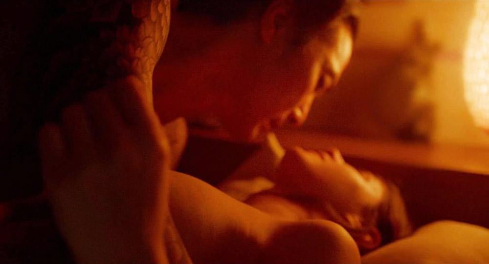 Alexandra Daddario NUDE Pics and Topless Sex Scenes 16