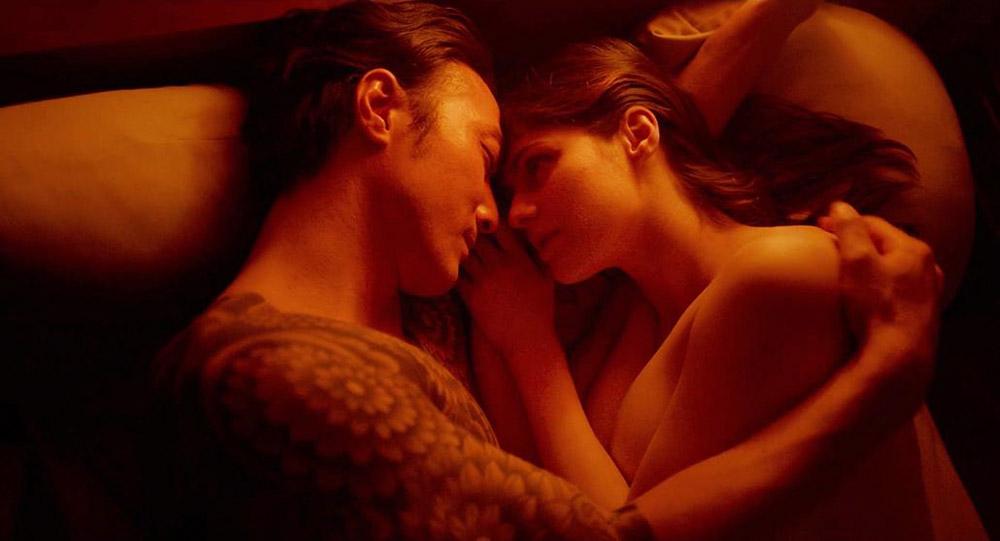 Alexandra Daddario NUDE Pics and Topless Sex Scenes 15