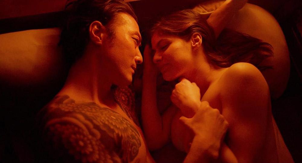 Alexandra Daddario NUDE Pics and Topless Sex Scenes 14