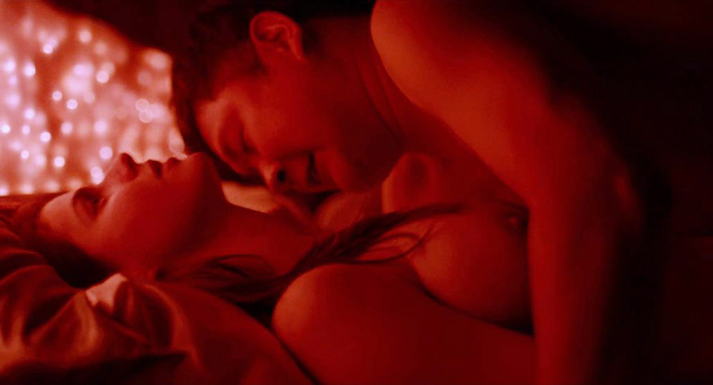Alexandra Daddario NUDE Pics and Topless Sex Scenes 19