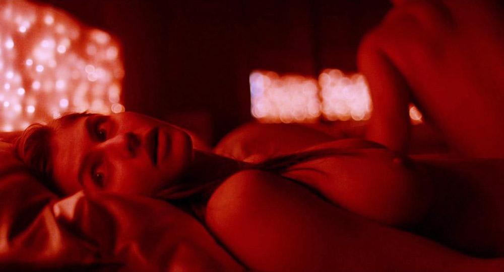 Alexandra Daddario NUDE Pics and Topless Sex Scenes 20