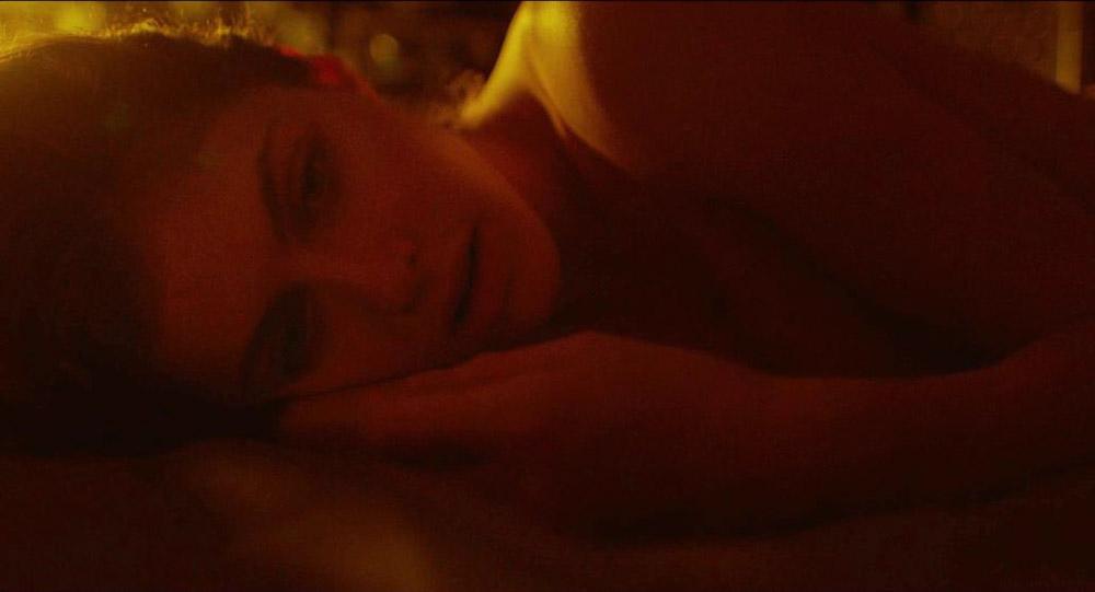 Alexandra Daddario NUDE Pics and Topless Sex Scenes 21