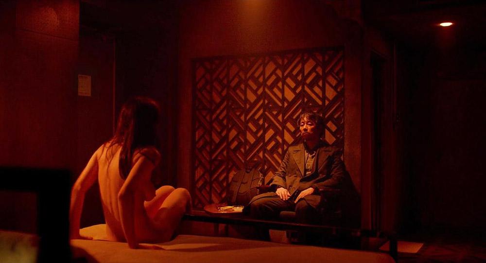 Alexandra Daddario NUDE Pics and Topless Sex Scenes 23