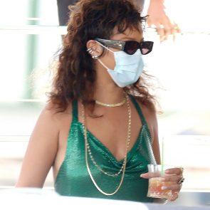 Rihanna Naked Leaks and PORN Sex Tape [2021 NEWS] 102