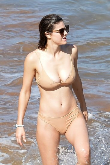 Alexandra Daddario NUDE Pics and Topless Sex Scenes 120