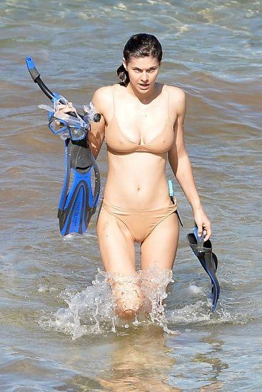 Alexandra Daddario NUDE Pics and Topless Sex Scenes 119