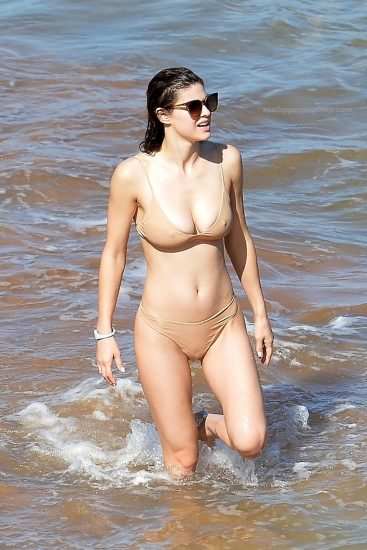 Alexandra Daddario NUDE Pics and Topless Sex Scenes 118