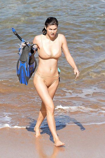 Alexandra Daddario NUDE Pics and Topless Sex Scenes 117