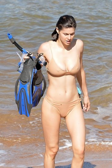 Alexandra Daddario NUDE Pics and Topless Sex Scenes 116