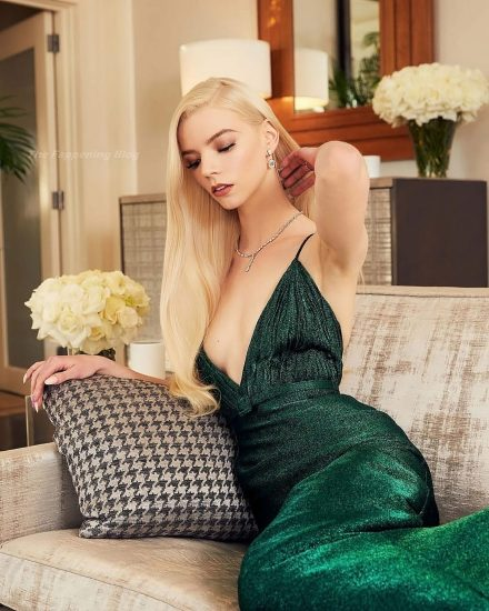 Anya Taylor Joy Nude & Sexy Photos Collection 50