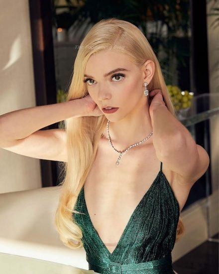 Anya Taylor Joy Nude & Sexy Photos Collection 53