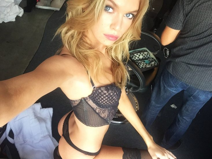Stella Maxwell Nude LEAKED Photos & Sex Tape Porn Video 28