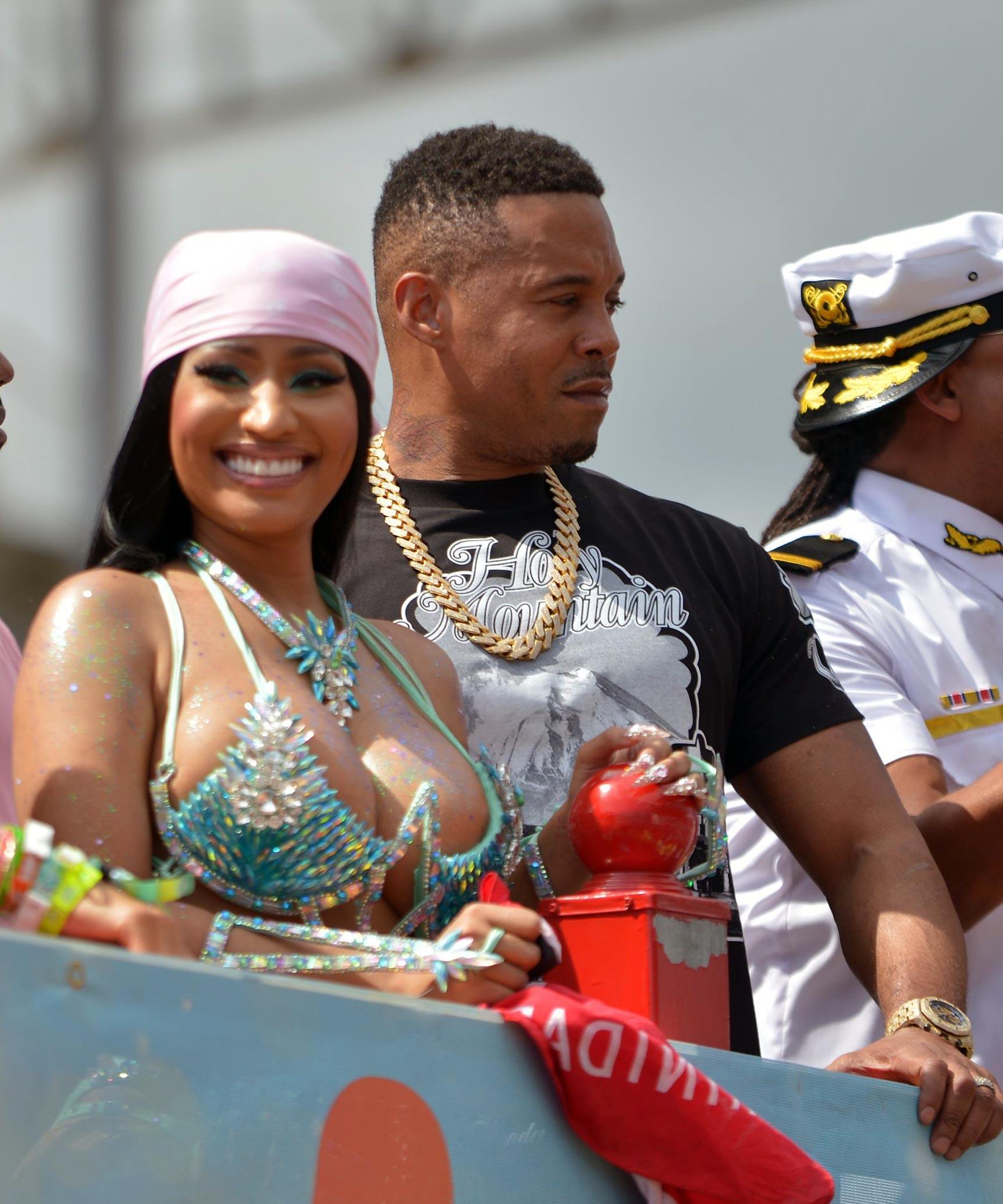 Nicki Minaj NUDE leaked pics and Sex Tape in confirmed