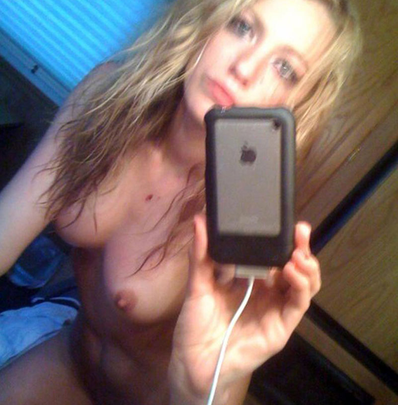Livly nackt blake 51 Hot