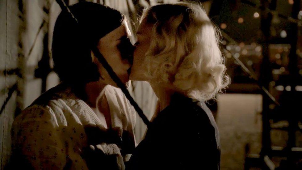 Carla Gallo Clea DuVall lesbian sex in Carnivale - S01E12