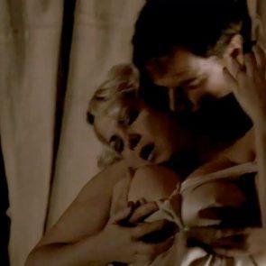 Cynthia Ettinger topless in Carnivale - S01E09 1