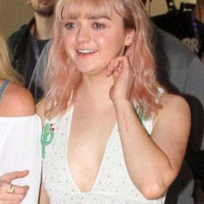 Maisie Williams Nude and Hot Pics & Porn Video [2021] 38