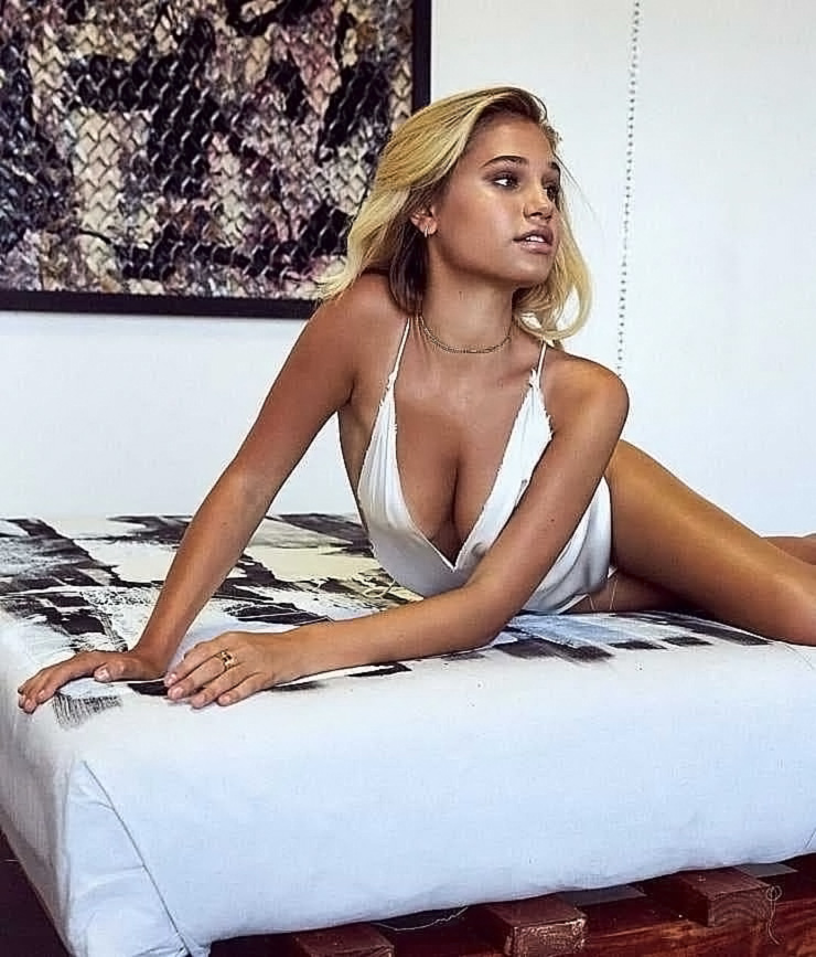 Meredith Mickelson Nude Pics & LEAKED Porn - Scandal Planet