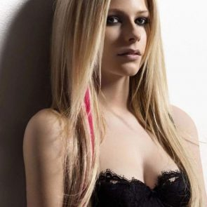 Avril Lavigne Nude in Leaked Porn and Private Pics 27