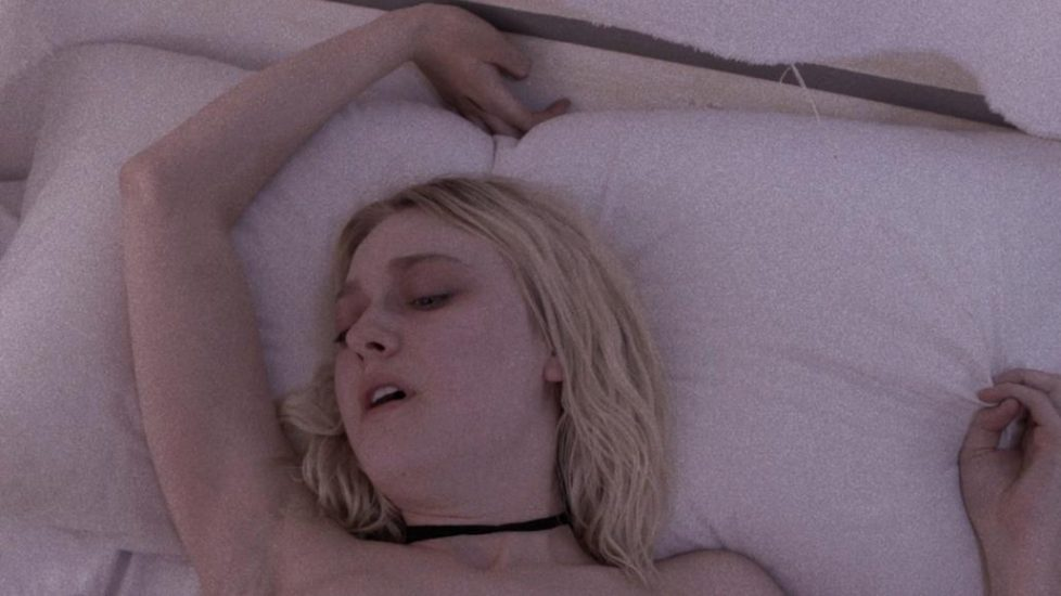Dakota Fanning sex in Viena and the Fantomes 1