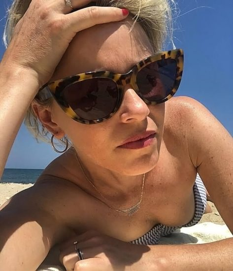 Elizabeth Banks Nude Pics & Topless Sex Scenes 60