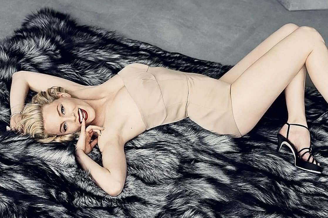 Elizabeth Banks Nude Pics & Topless Sex Scenes 2