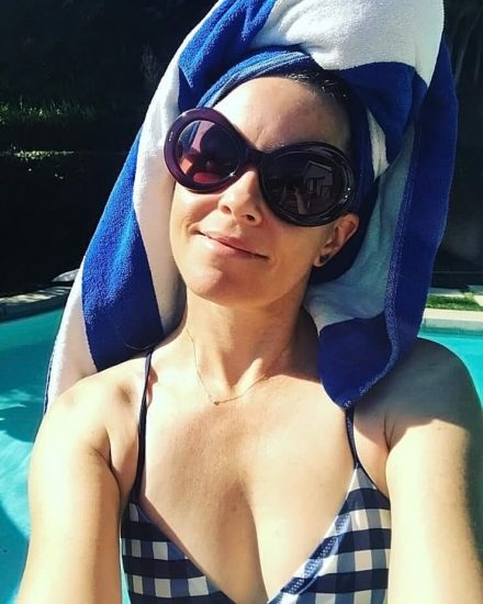 Elizabeth Banks Nude Pics & Topless Sex Scenes 55