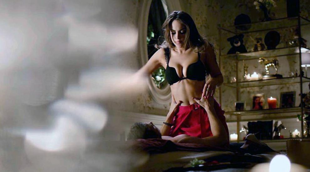 Nackt elisabeth gillis Aneurysm: Gillis,