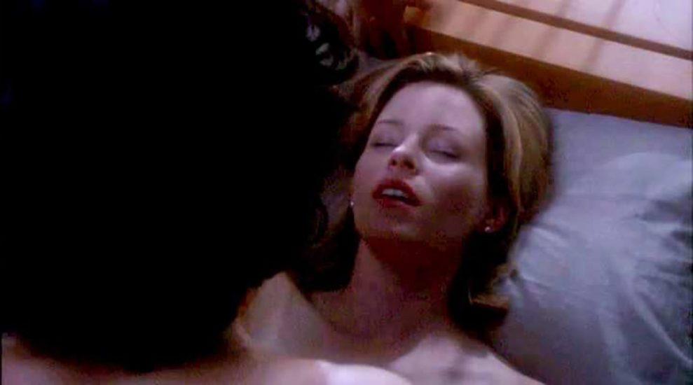 Elizabeth Banks Nude Pics & Topless Sex Scenes 17