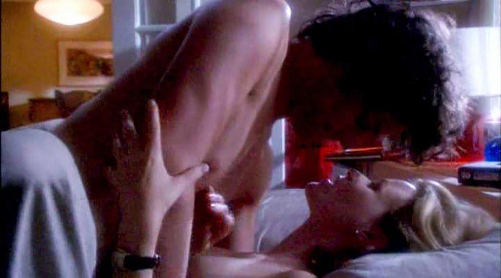 Elizabeth Banks Nude Pics & Topless Sex Scenes 16