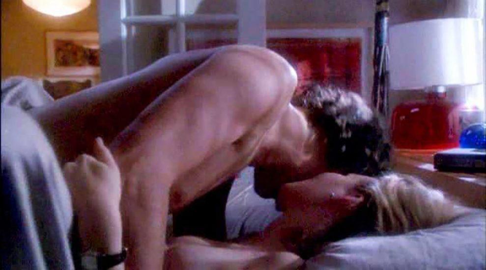 Elizabeth Banks Nude Pics & Topless Sex Scenes 15