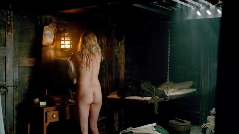 Hannah New nude next to Anna-Louise Plowman - Black Sails - S03E02 2