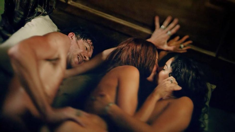 Jessica Parker Kennedy Clara Paget threesome sex in Black Sails - S02E05 1