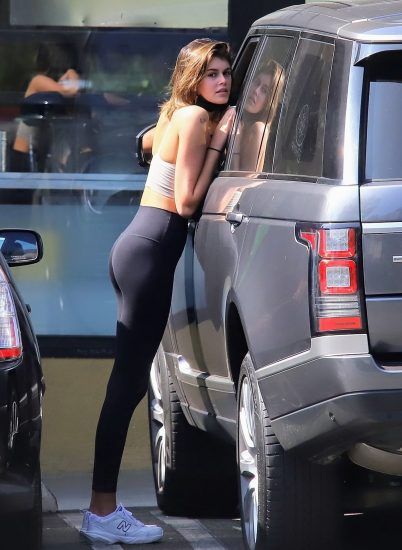 Kaia Gerber Nude LEAKED Pics, Topless on the Runway & Porn 111