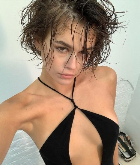 Kaia Gerber Nude LEAKED Pics, Topless on the Runway & Porn 15
