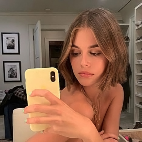 Kaia Gerber Nude LEAKED Pics, Topless on the Runway & Porn 4