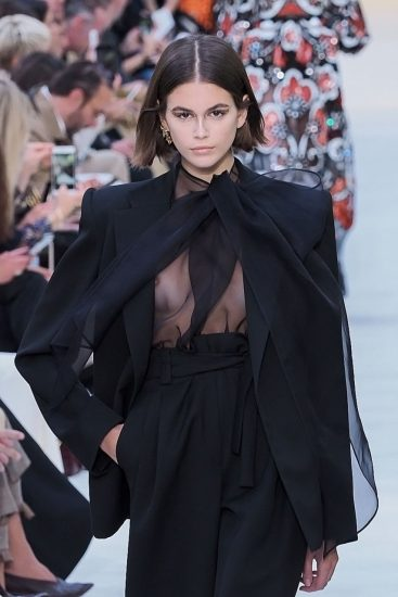 Kaia Gerber Nude LEAKED Pics, Topless on the Runway & Porn 49