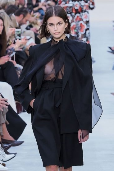 Kaia Gerber Nude LEAKED Pics, Topless on the Runway & Porn 50