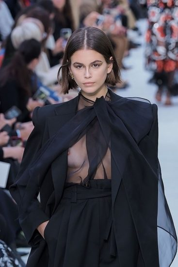 Kaia Gerber Nude LEAKED Pics, Topless on the Runway & Porn 51