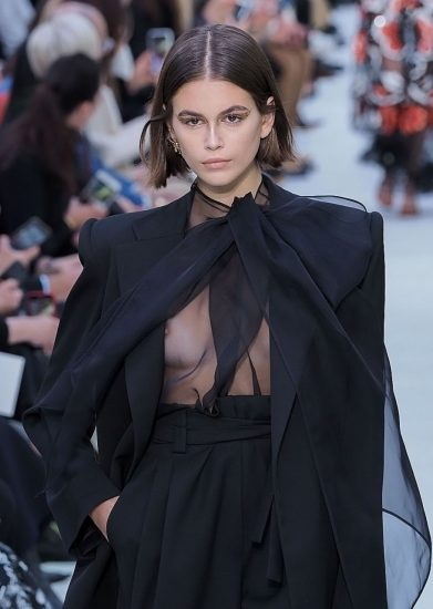 Kaia Gerber Nude LEAKED Pics, Topless on the Runway & Porn 54
