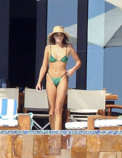 Kaia Gerber Nude LEAKED Pics, Topless on the Runway & Porn 68