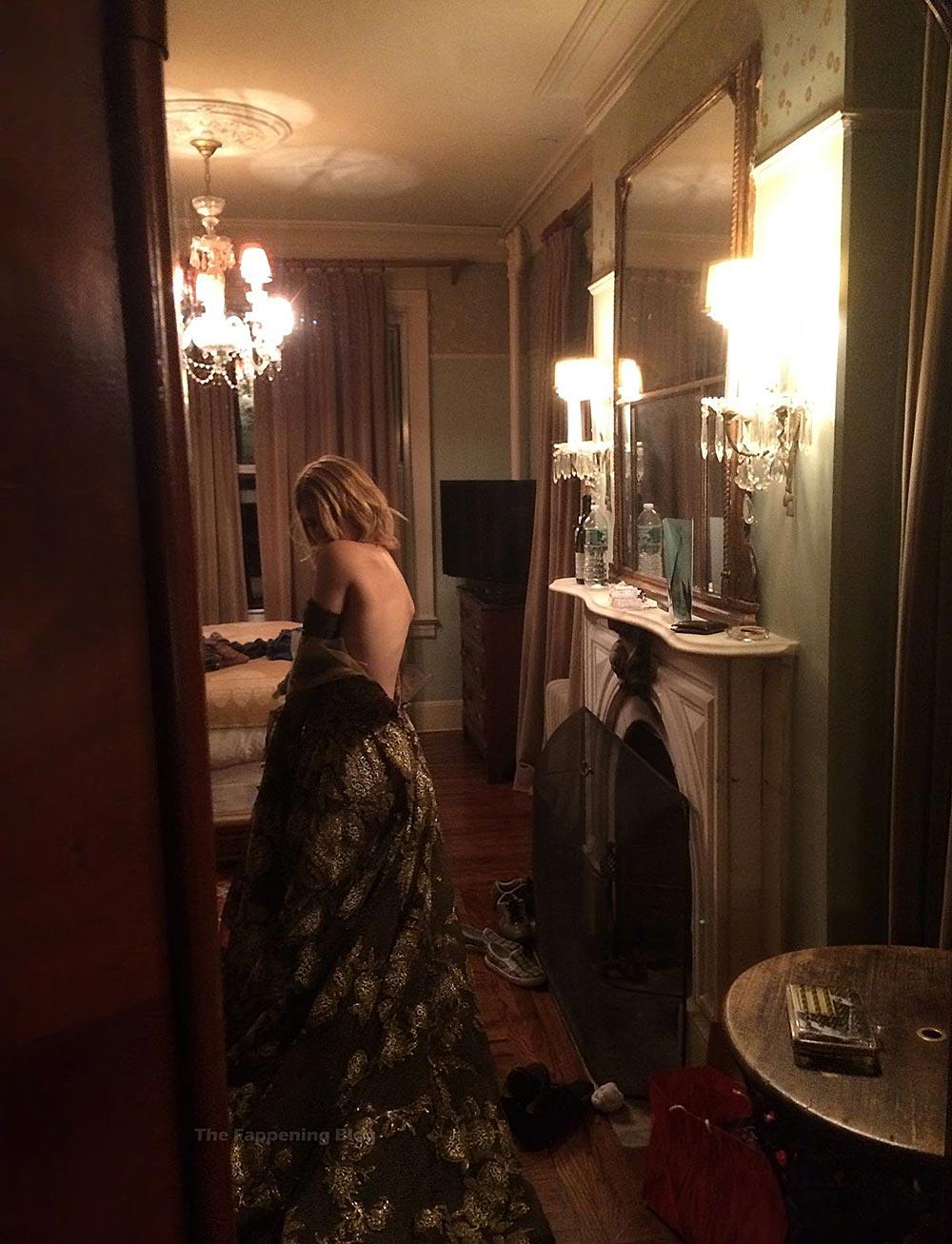 Kate Mara Nude Leaked backstage